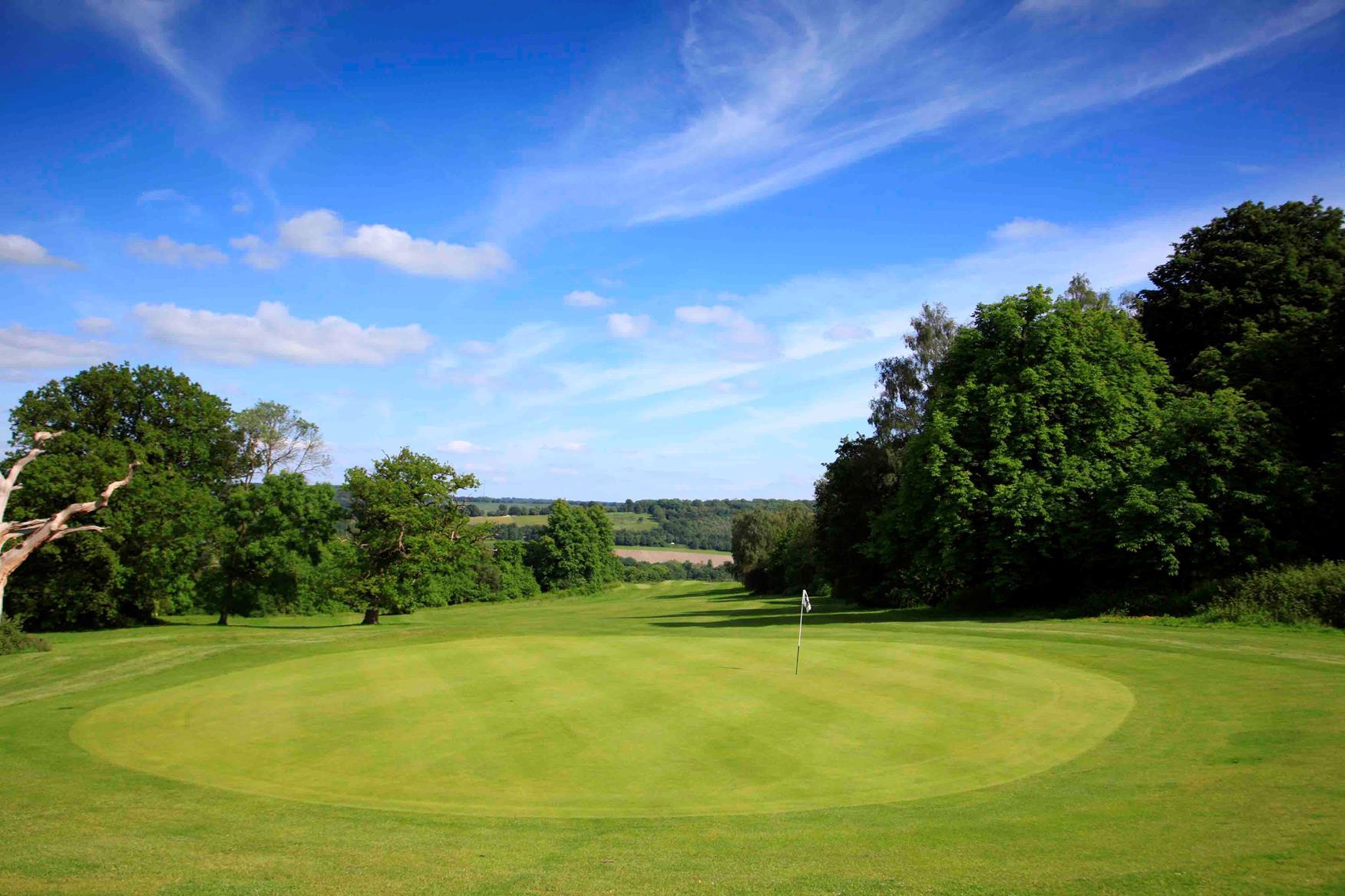 London Beach Golf Club Green Fees